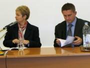Dr. sc. Suzana Leček (organizacijska tajnica skupa) i doc. dr. sc. Željko Holjevac (predsjednik Društva za hrvatsku povjesnicu)